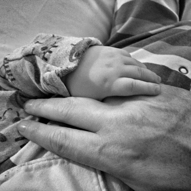 This is one of the best things about being a Dad. #LittleHands #POTD