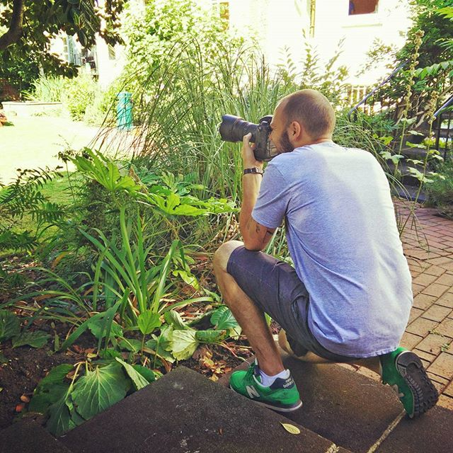 The mighty #JonathanGooch shooting the garden at #LeeAbbeyLondon this morning. Cannot rate him and his work highly enough. #POTD