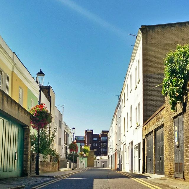 I love these little back street mews all round #London. This one by Earl's Court. #ThisIsLondon #POTD