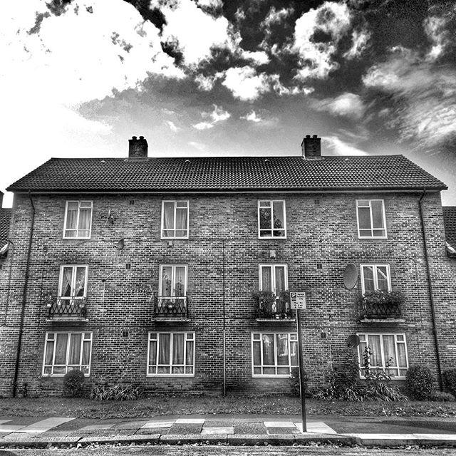 A lot of red bricks in this town #CreswickCourt #PierrepointRoad #ActonStreets #Brickwork #bricks #POTD